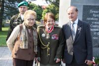 Zoe Klusáková Svobodová  - pietní akt Hlučín 29. 4. 2009 (Zoe Klusáková vlevo, uprostřet plk. Marie Lastovecká)