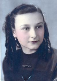 Irena Hesová in her 15, how her mother remembered her