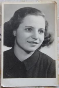 Bedřiška Winklerová in 1946