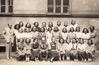 Gymnázium ve Vodičkově ulici, sexta, Hana zcela vpravo dole