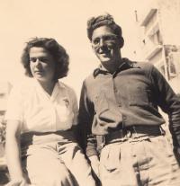 Hana s bratrancem Hanušem Krausem, Izrael 1951
