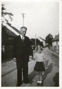 Witness with her grandfather Ludvík in Příbram