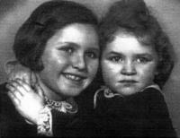 The Fleischmann sisters Milena and Eva before their departure to England