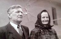 Mr. and Ms. Húšť, parents of wife