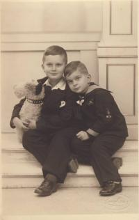 Toman Brod with his brother Hanus, Christmas 1932