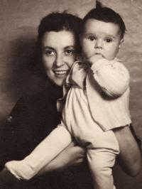 Pavla Kováčová with her daughter, 1940s