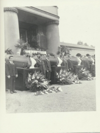 The funeral of the victims of 21 August 1968, the crematorium