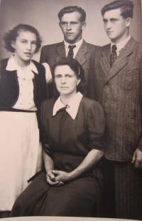 The Kirchner family - mother Gertrhuda, sister Antonie, brother Rudolf and Hubert Kirchner