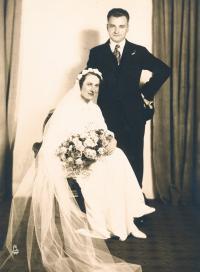The parents wedding, Anna Barbora Nehasilová and Alois Tyl, 1935