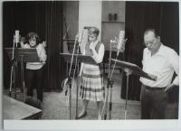 Actors in the radio studio - Jaroslava Adamová, Daniela Kolářová, Rudolf Hrušínský