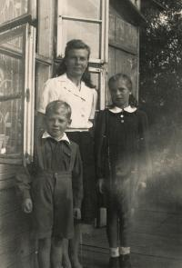 Dobromila with mum and brother, 1944