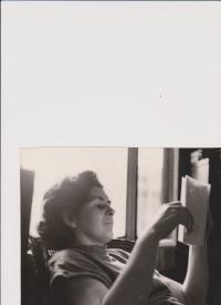 Olga Bojarová reading