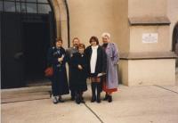 Denise, Alena a tři pracovníci Úřadu práce, Most, 1997