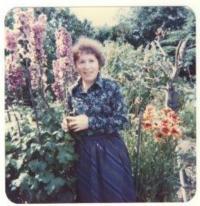 Truda na zahradě, měla talent k pěstování květin, 1984