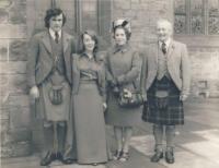 Na svatbě bratra Petera (Denise, její manžel a rodiče), 1974