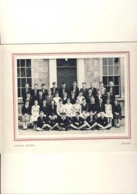 Denise první řada vpravo, Tain Royal Academy, 1961