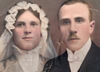 Prarodiče Therese a Karel Milasovi, svatební fotka, 1920