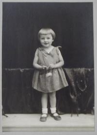 Věra as a little girl