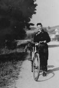 Zdena rode her bike around Czechoslovakia