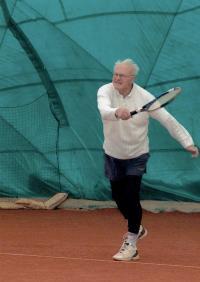 Vladimír Beneš hrající tenis
