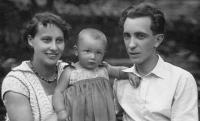 Havlůjová with parents