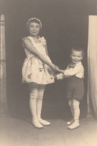 Miluška Havlůjová with her brother Karel in 1937
