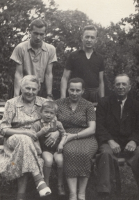 Family photo, which Miluška Havlůjová was allowed to have with her in prison; the top row from the left: her brother Karel, her husband Miroslav; the bottom row from the left: her grandmother Louisa Tarámková, her son Tomáš, her mother Míla and her father-in law František Havlůj in 1954