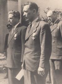 Her father Jaroslav Pompl receives a war cross in 1946