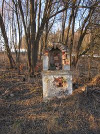 Destroyed cross in the defunct village Štolnava (Prameny, Stollenhau in German).