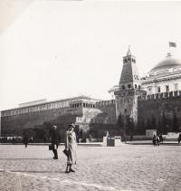 Štěpánka Sirotková, mother E.S. in front of the Kremlin Wall in Moscow, 1933