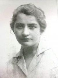 Mother's cousin Gusta Reichav, an official in the Zionist organization in Munich. She has saved a great part of Shoshana's family.