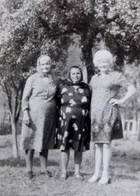 Witness his her mother and aunt visiting her homeland in 1973