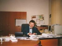 Městské divadlo Děčín. Rudolf Felzmann v nové ředitelně (cca 1999)