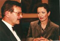 Městské divadlo Děčín.  Setkání s účinkujícími po představení. Rudolf Felzmann a Hana Maciuchová (cca 2000)