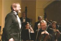 Městské divadlo Děčín. Rudolf Felzmann jako průvodce Jubilejním koncertem Děčínského symfonického orchestru (2012)