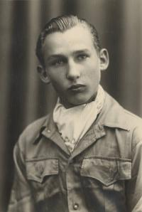 Mr. Lansky before the war as pupil of the gramar school