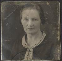 Mrs. Jana Lanstoffel, the mother of wittnes (fourty years old)