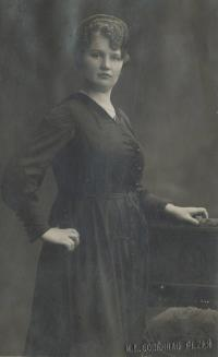 Mrs. Jana Lanstoffel, the mother of wittnes in the youth (in 27 years)
