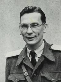 Wittnes in the military uniform
