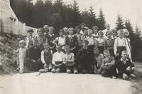 School picture - pupils from Stankov on a trip to Výhledy