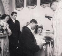 1947, svatba rodičů, Kostel Sv. Matouše v Křištíně
