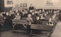 Czech class in German school in Jablonec nad Nisou - Pivovarská street, 1944-45 (Josef Tvrzník in the top left hand corner)