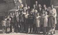 Czech class in German school in Jablonec nad Nisou - Pivovarská street, 1941 - 42 (Josef Tvrzník - see arrow)
