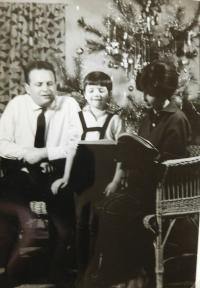Hana Ryšková (Holcnerová) with parents