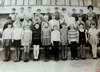 Hana Ryšková (Holcnerová) ve škole v Brně v roce 1968