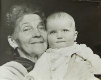Hanička Ryšková (Holcnerová) with her grandma Elisabeth Sušilova