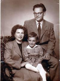 With his wife and son Stanislav , photographic studio, 1954