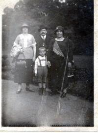 With his father and aunts strolling about the Stromovka, Prague 1926