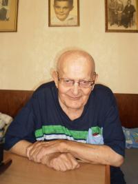 Stanislav Časlavka (94) in his house at Roztoky, 2015