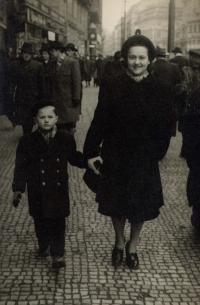 With his mother Františka; Prague - Na Příkopech street; winter of 1947